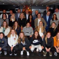 Burgemeester Krikke bezoekt ADO Den Haag Vrouwen